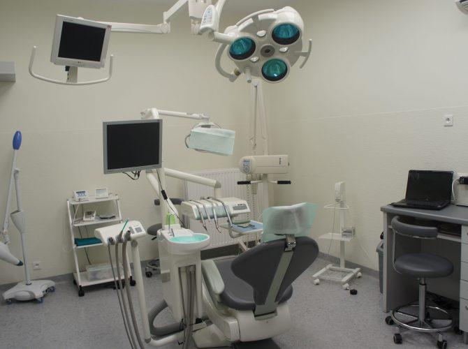 Wygodny fotel dentystyczny czeka na naszych pacjentów.